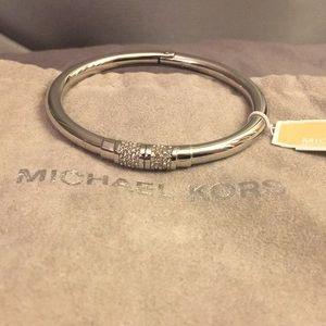 💖MICHAEL KORS NWT Silver tone bracelet w/crystals